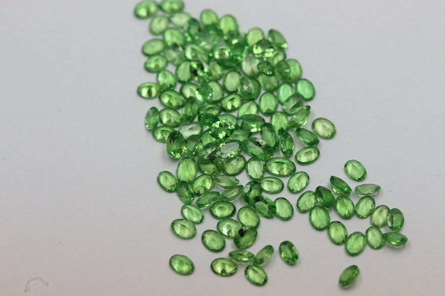 5x4mm Natural Tsavorite Faceted Cut Oval 25 Pieces Top Quality Green Color - Loose Gemstone Wholesale Lot For Sale